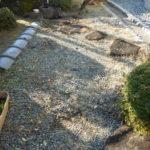 お庭砂利の敷直し(防草工事)